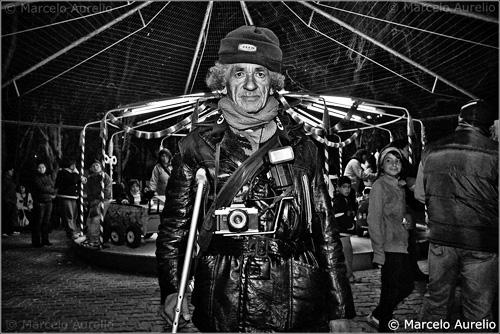 """La imagen de la semana: """"Hernán. El fotógrafo de la calesita de Plottier – Neuquén – Argentina"""" de Marcelo Aurelio"""