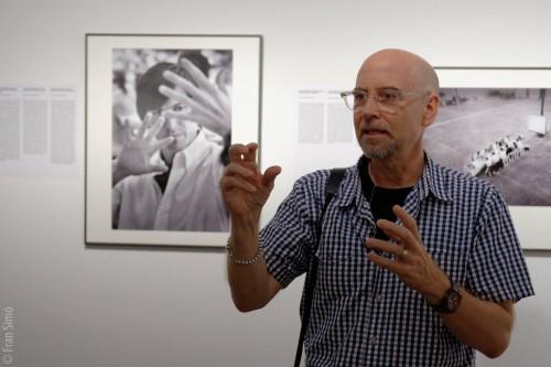 """Doug Menuez en la visita guiada """"Un genio audaz. La revolución digital 1985-2000"""" - © Fran Simó"""